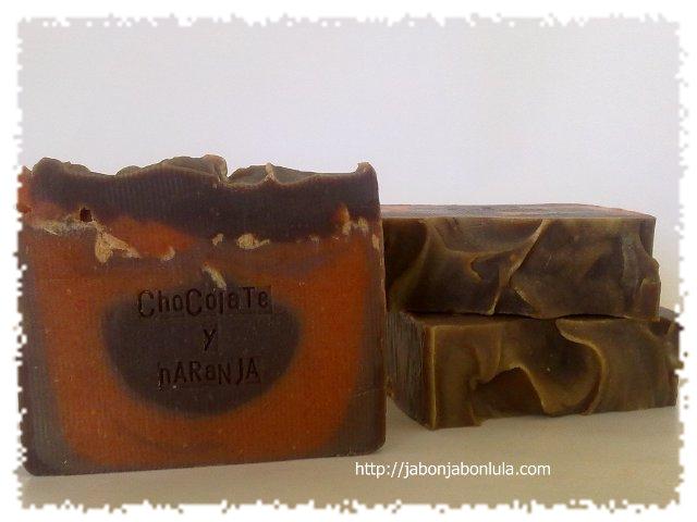 Jabón de Chocolate y Naranja, dulce y fresca espuma para limpiar tu piel.